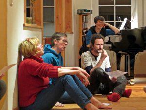 Impro-Chor im Wendland unter der Leitung von Evelyn Hartmann